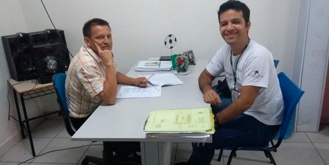 El profesor José Roberto Alencar con João Pedro Rebelo, formador de ProFuturo.
